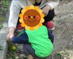公園で遊ぶ子連れのママの胸元の防御力の低さは異常