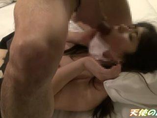 マスクしててもガン射のときはすばやくマスク外してお掃除フェラもしちゃう