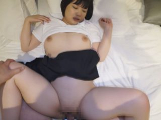 毛の生えてない童顔巨乳って最高!!!