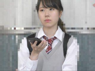 元SKE48松井玲奈似の制服マンコを電車痴漢でクチュクチュクチュ…