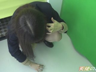 """<span class=""""title"""">床にこぼれ落ちたザーメンもチャンと拭き取る律儀なJ●プリクラフェラ円光</span>"""